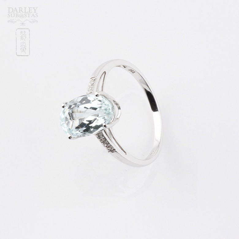 Ring with Aquamarine 2.18 cts and diamonds in 18k white gold