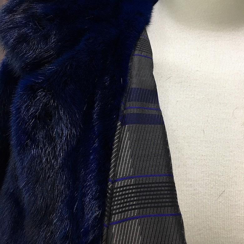 Abrigo de piel de visón color azul. - 1