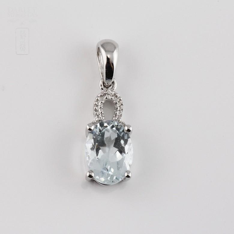 Colgante con Aguamarina 1.10cts y diamantes en oro blanco de 18k - 4