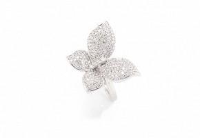 Anillo en oro blanco 18k y diamantes.