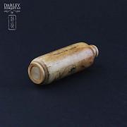 Botella de rape tallada en hueso - 2