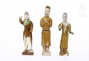 Lot of three figures, Tang style.
