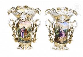 Pair of Elizabethan porcelain vases, 19th c.