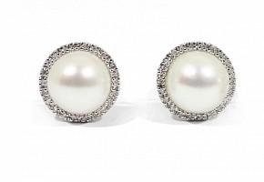Pendientes en oro blanco de 18k con perlas y diamantes.