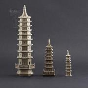 Tres pagodas de cerámica