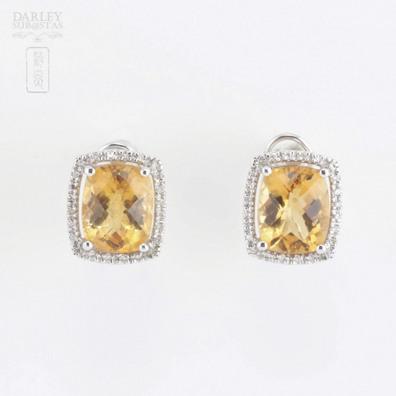 Beautiful earrings in 18k white gold with diamonds and citrine