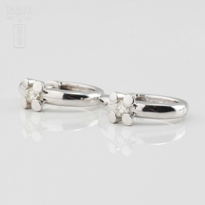 Pair of earrings in 18k white gold and diamonds - 2