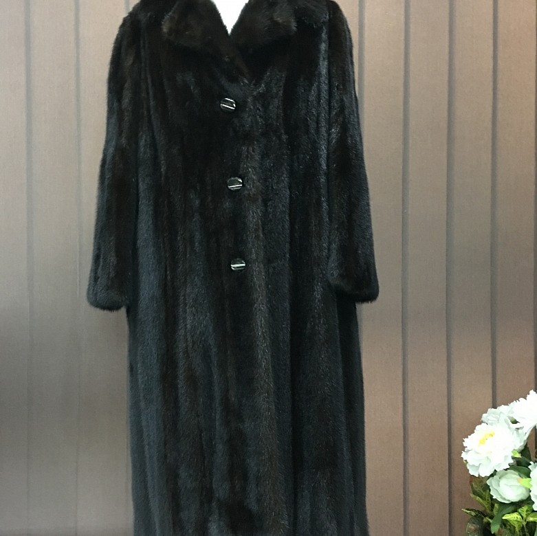 Nice mink fur coat dark brown color and long cut. - 1