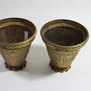 Pair of golden bronze pots. - 6