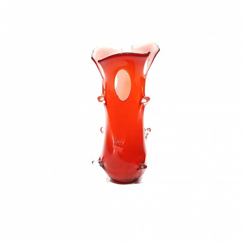 Jarrón de Murano con forma de tronco, vidrio rojo y blanco, s.XX