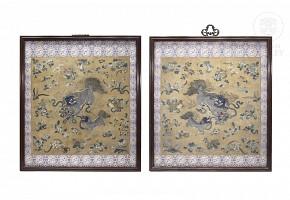 Pareja de tejidos de seda enmarcados, China, s.XVIII-XIX