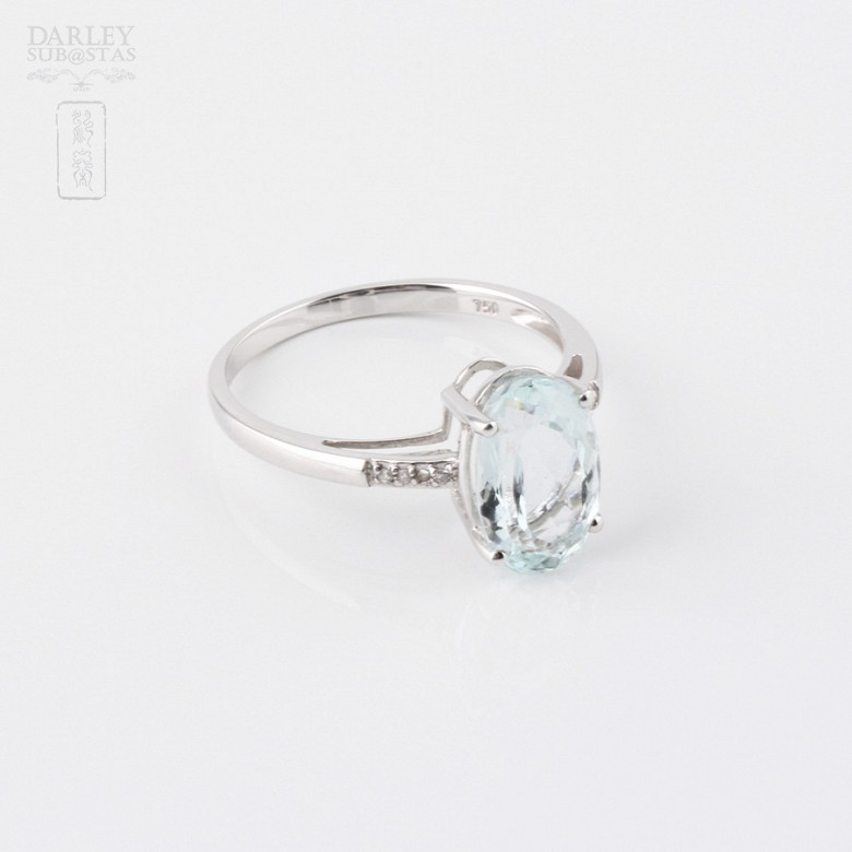 Ring with Aquamarine 2.18 cts and diamonds in 18k white gold - 1