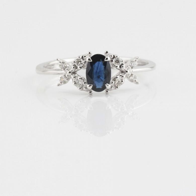 Precioso anillo oro blanco 18k, diamantes y zafiro - 1