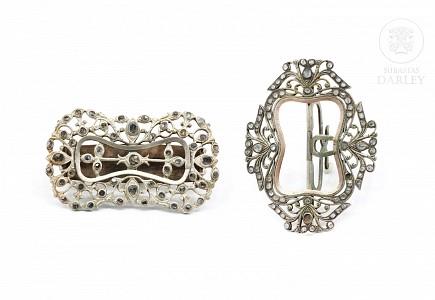 Hebilla y corredera de plata con diamantes de Matara (circón).