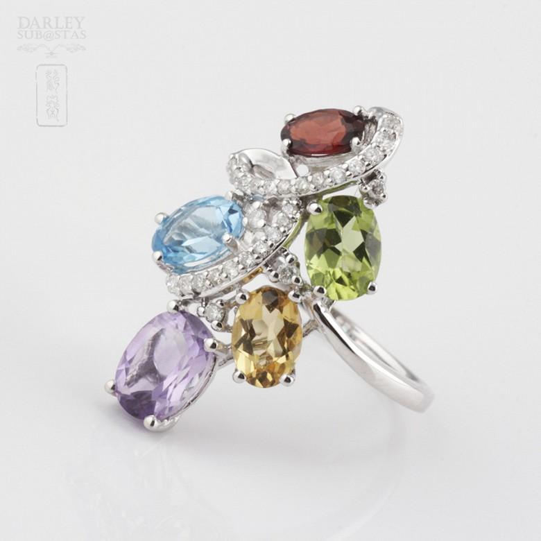 Bonito anillo en oro blanco 18k  con gemas semipreciosas y diamantes