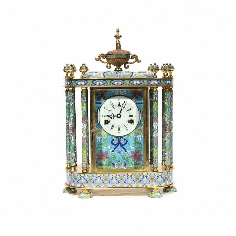 Reloj de sobremesa en bronce y esmalte cloisonné, s.XX