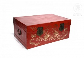 Chinese trunk red lacquered, 20th c.