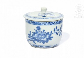 Taza de té de porcelana, azul y blanco, s.XX