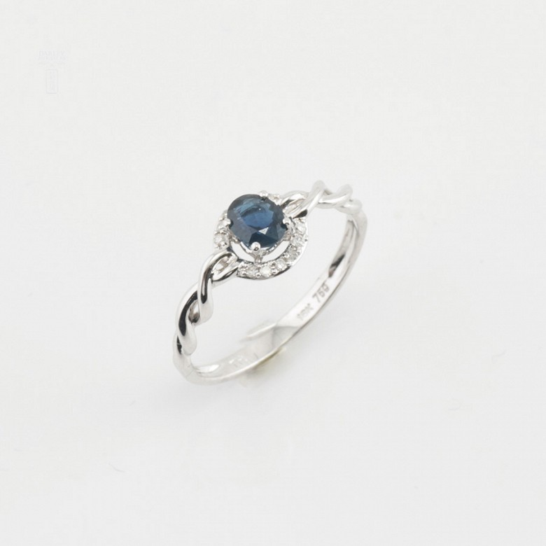 Sencillo anillo oro blanco 18k, zafiro y diamantes - 4