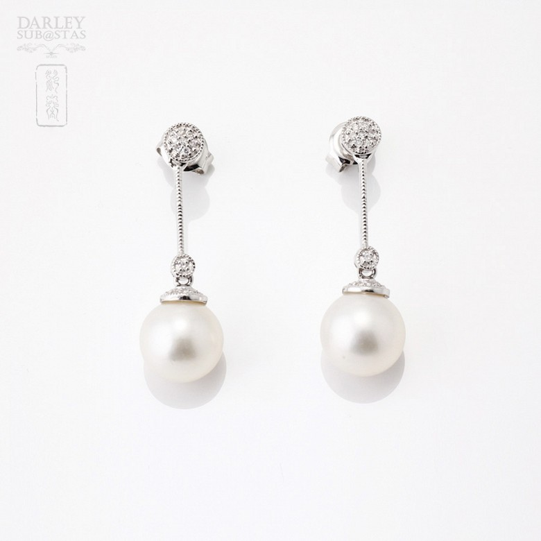 Earrings pearls and diamonds.