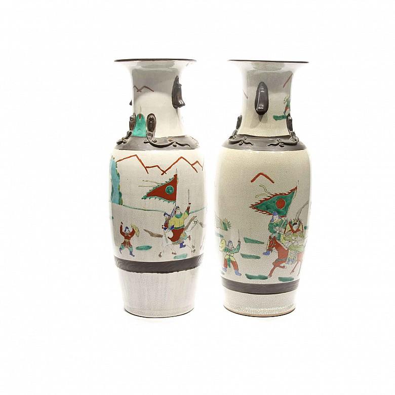 Pareja de jarrones de cerámica, China, s.XX