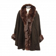 Abrigo corto con cuello de cashmere y cuerpo de lana
