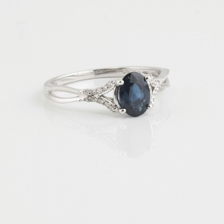 18k white gold ring, diamonds and sapphire