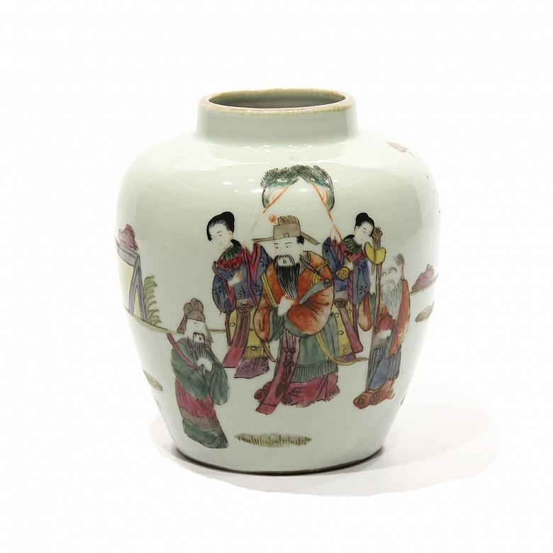 Vasija de porcelana china esmaltada Wucai.