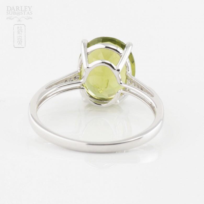Bonito anillo con diamantes y peridoto en oro blanco 18k - 2