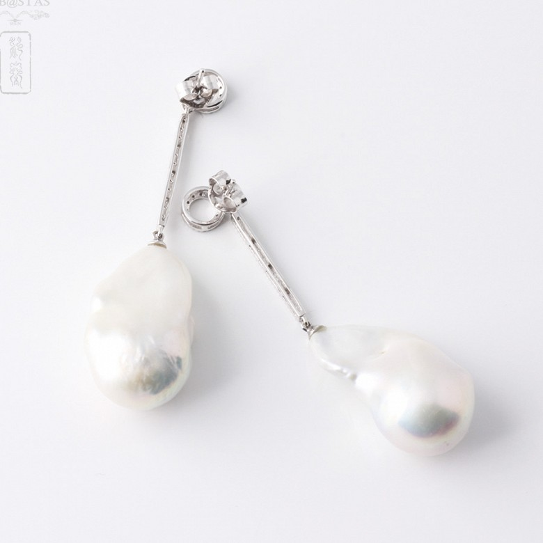 Earrings in 18k white gold with baroque pearl and diamond - 2