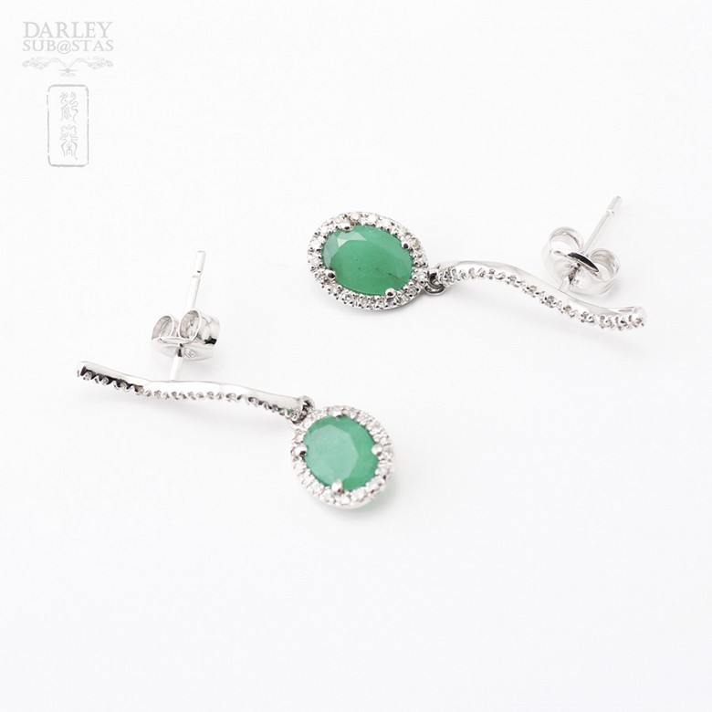 Earrings with 1.56 cts Emerald  and diamonds in 18k white gold