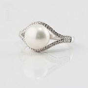 Nice ring with pearl and diamonds