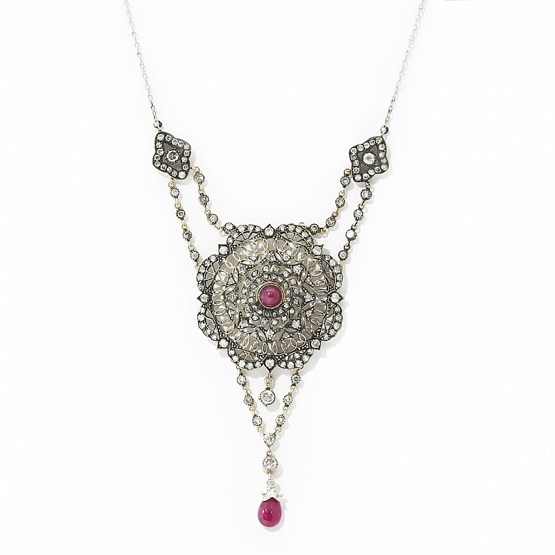 18 kt yellow gold, silver and platinum pendant with rubies and diamonds