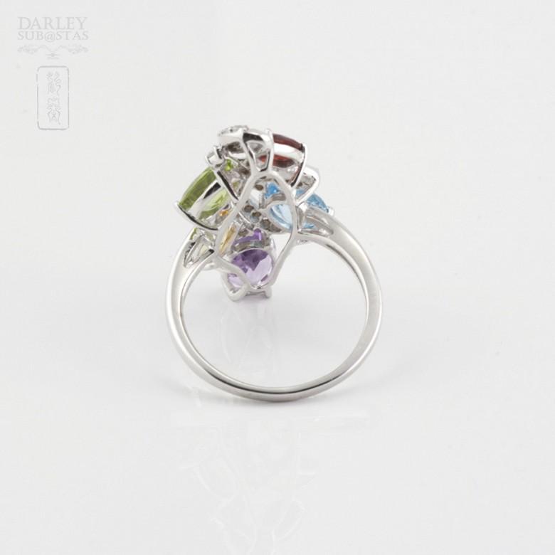 Bonito anillo en oro blanco 18k  con gemas semipreciosas y diamantes - 2