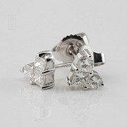 18K白金镶0.67克拉心型钻石耳钉 - 1