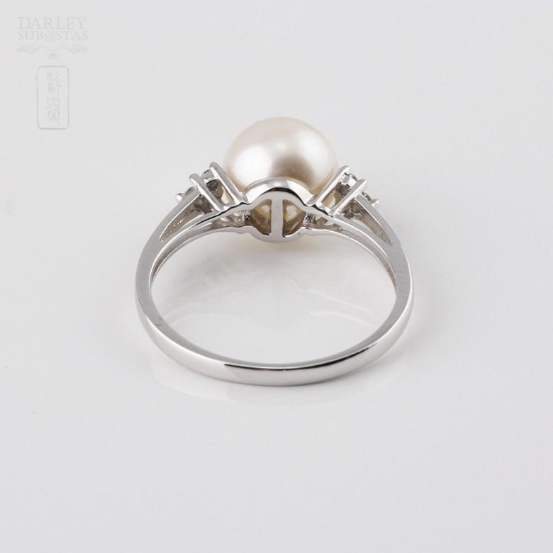 Anillo con perla blanca y  diamantes  en oro blanco de 18k - 1