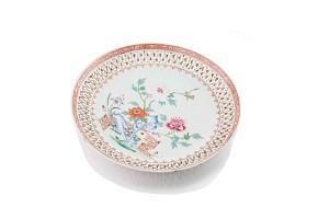 Plato de cerámica esmaltada, China, Dinastía Qianlong (1711-1799)