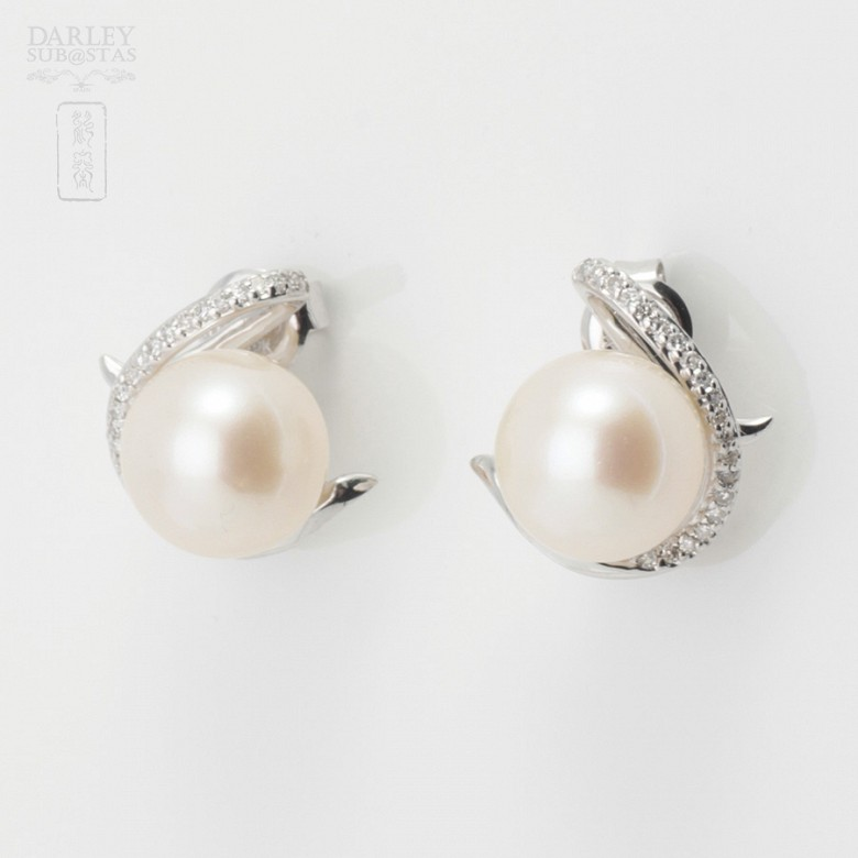 Earrings in white gold, pearl and diamond