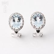 2.94克拉海蓝宝石配钻石18K白金耳环