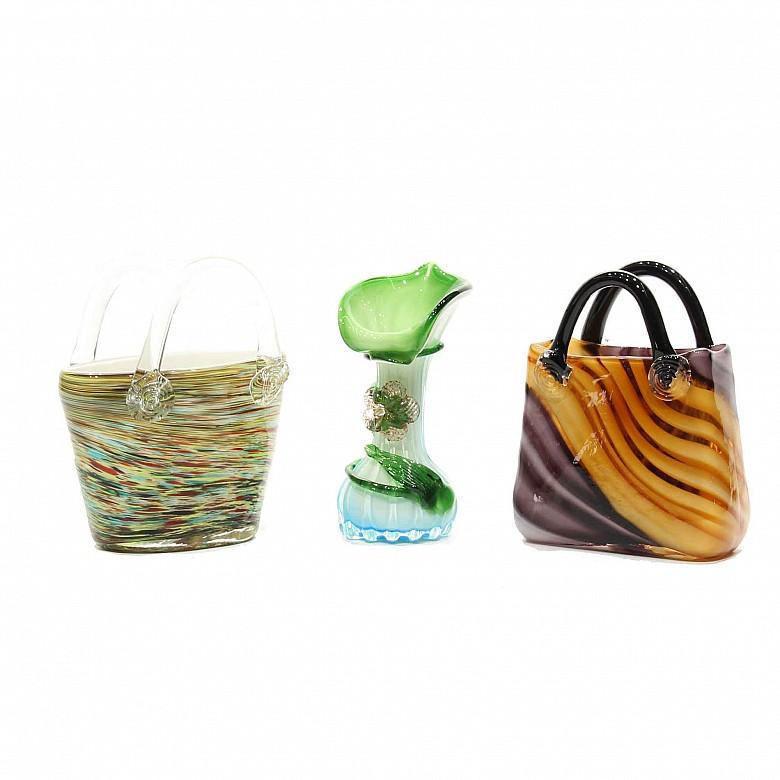 Jarrón y dos cestas de vidrio de Murano, s.XX