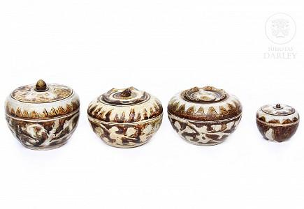 Lote de cuatro cajas de cerámica, Sawankhalok, s.XV-XVI