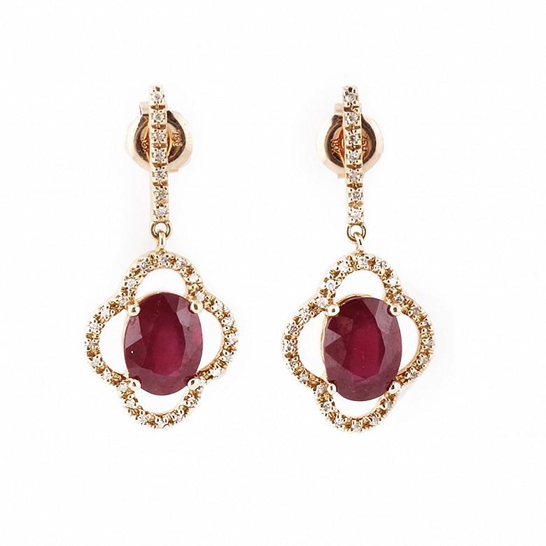 Pendientes en oro rosa de 18k y 62 diamantes.