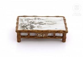 Miniature porcelain table, Qing dynasty.