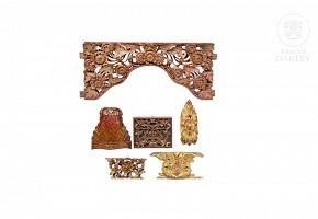 Lote de seis detalles decorativos de madera tallada, Peranakan, pps.s.XX