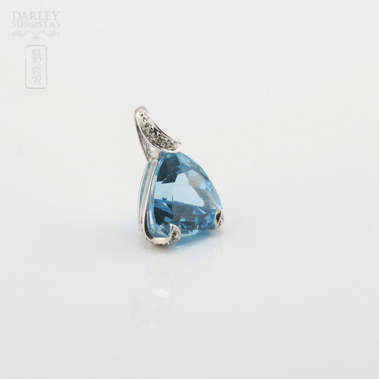 Pendant Topaz 4.85cts  and Diamonds in White Gold - 1