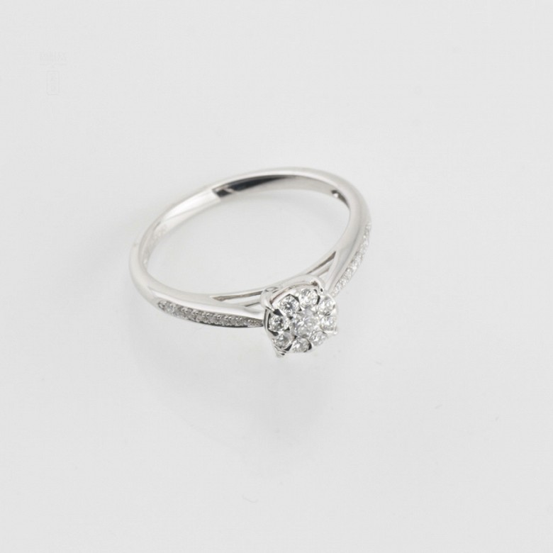 Rosette ring in white gold and diamonds 0.33cts