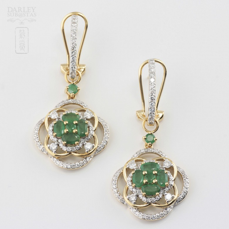 Precious emerald and diamond earrings