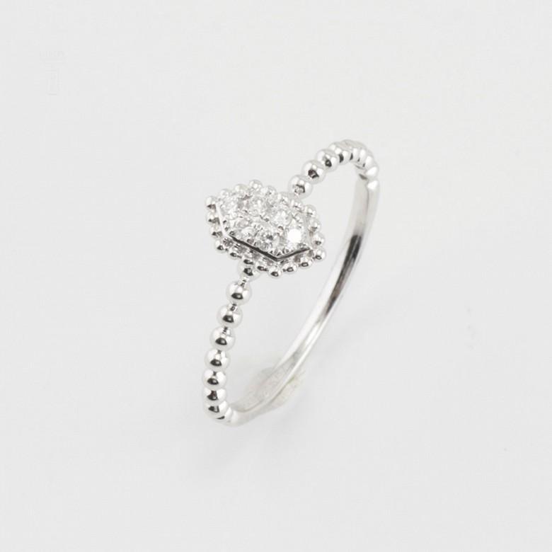 Bonito anillo oro blanco 18k y diamantes 0.09cts