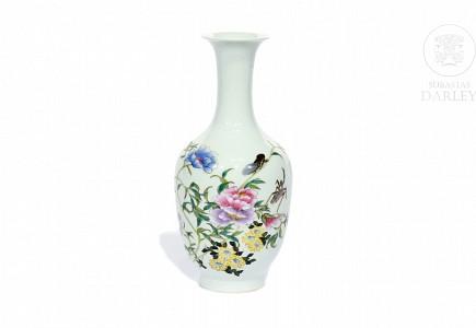 Jarrón de porcelana, China.