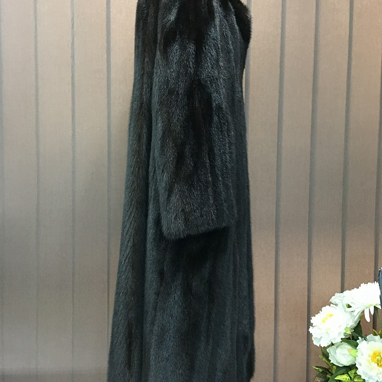Nice mink fur coat dark brown color and long cut. - 4